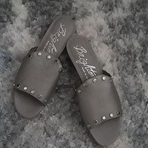Brighten sandals